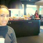No salão de café, Moveis moderno, adorei.