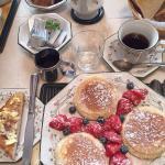 Pancakes  e frutti di bosco a colazione