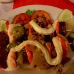 Scampi-Spieße mit Paprika und Zwiebeln
