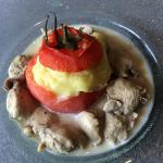 blanquette de sot l'y laisse de volaille truffé, tomate farcie