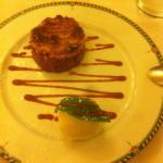 Dessert (crumble aux poires et quatre quart aux pommes) et trio de poissons. Excellent.