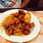 lo mein with sesame chicken