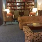 Vestibulo y biblioteca
