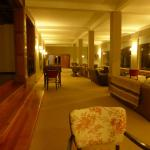 espacios disponibles para charlar, descansar, participar en juegos de mesa, etc