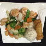 Lunch special shrimp with broccoli