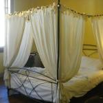 Four poster bed in room