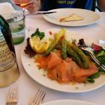Salmone e asparagi verdi