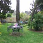 Chaises retournée dans les jardins !