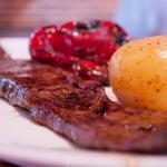 Ven a disfrutar de nuestros exquisitos platos de carnes a la brasa.