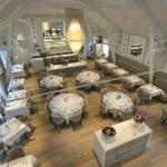 Ruime, stijlvolle, klassevolle eetzaal