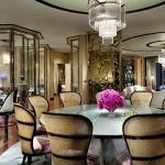 Ritz-Carlton Suite - overall