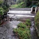 sungai yang membelah resort