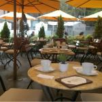 Disfruta de un gran ambiente en Café Tarata!