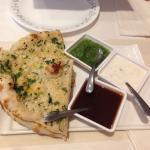 Garlic naan, main dishes