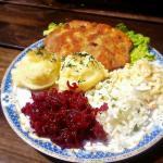 Schabowy,ziemniaki oraz zestaw surówek - 12zł