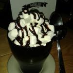Chocolate quente com marshmallows no monlou