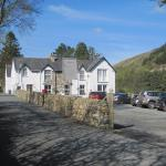 Gwernan Hotel frontage and car park