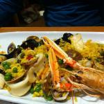 Paella e spaghetti di mare