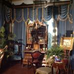 A beautifully furnished sitting room