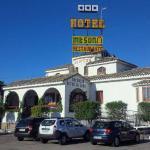 Hotel Los Arcos front view.