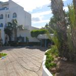 двор перед отелем