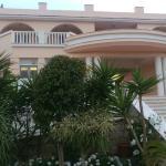 Food and the bitzaro grande hotel