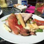 一部屋10ユーロ(一人ではない)の朝食
