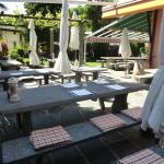 terrazza con tavoli in granito