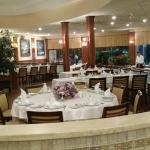 Visão geral do interior do restaurante.
