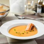 Томатный суп с лососем