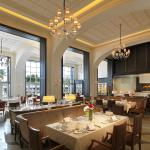 The Planter's is a fine dining serving champagne breakfast and local and European gourmet for di