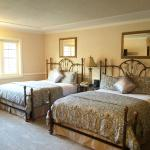 Coachman's Inn Double Queen Guestrooms