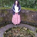 O poço de Brigid é pequeno e e uma fonte. Dá para pegar água direto da fonte.