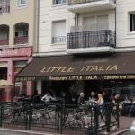 Façade et terrasse du restaurant Little Italia