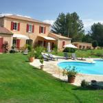 Photo d'ensemble : bastide, bastidon, piscine et jardin