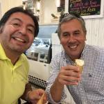 El helado genial y café rico, y los precios mejor