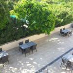zicht vanop terras van kamer