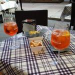 Spritz Aperol com aperitivos