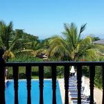 Vista do quarto em frente à piscina