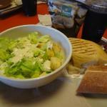 Optamos por sanduíche e salada.