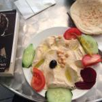 Hummus Teller at Habibi in Akazienstr. Happiness on a plate for 3€