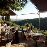 la terrasse avec superbe vue sur la vallée