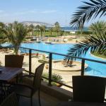 Vistas desde la Terraza hacia la piscina y playa