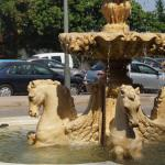 Fontaine sur le parking de l'hôtel