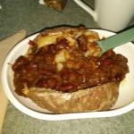 Baked potato with chilli