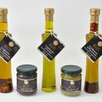 I nostri oli aromatizzati al tartufo, al rosmarino e al peperoncino con le nostre salse.
