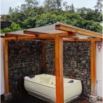 Luna Runtun: Jacuzzi Hot Tub in Suite