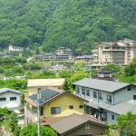 阿智川沿いの宿を臨む