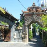 Lane and Gateway to Homestay