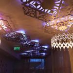 Il soffitto del primo piano con led che cambiano colore